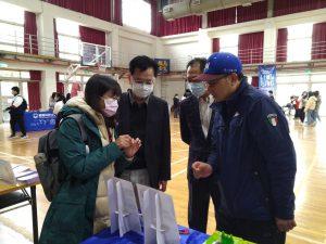 暨南國際大學校長蘇玉龍(左二)親赴馬祖高中大學博覽會