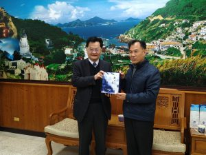 暨南國際大學校長蘇玉龍(左)與連江縣縣長劉增應(右)合照
