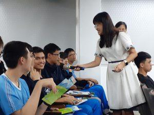 電機系李佩君教授與金門高中學生互動