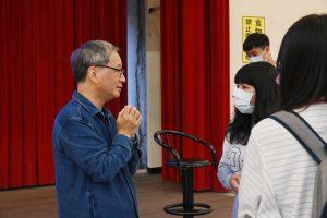 小野老師與同學的會後討論