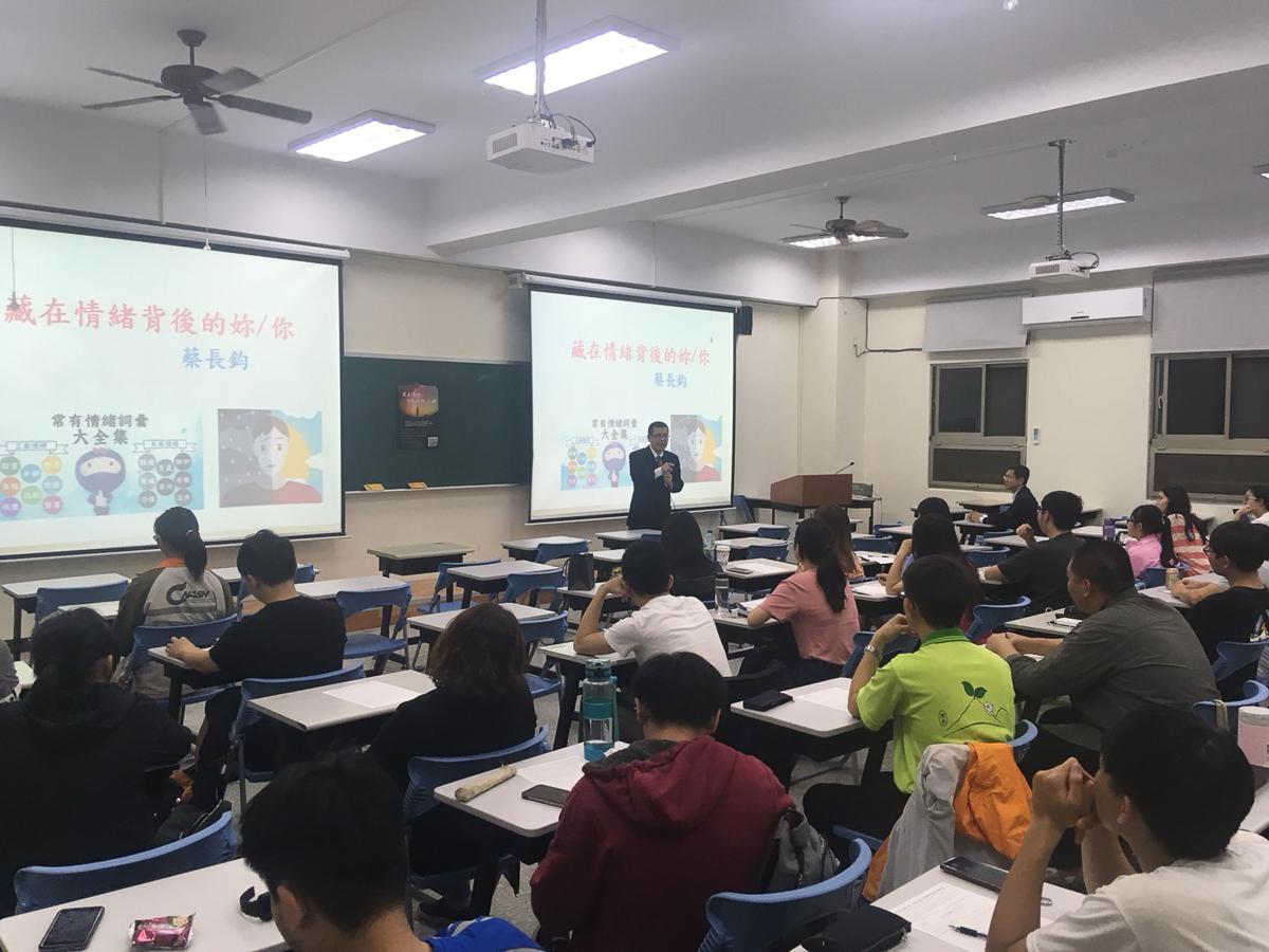 連結學生社團輔導弱勢學生透過講座提升自我覺察及情緒管理能力。