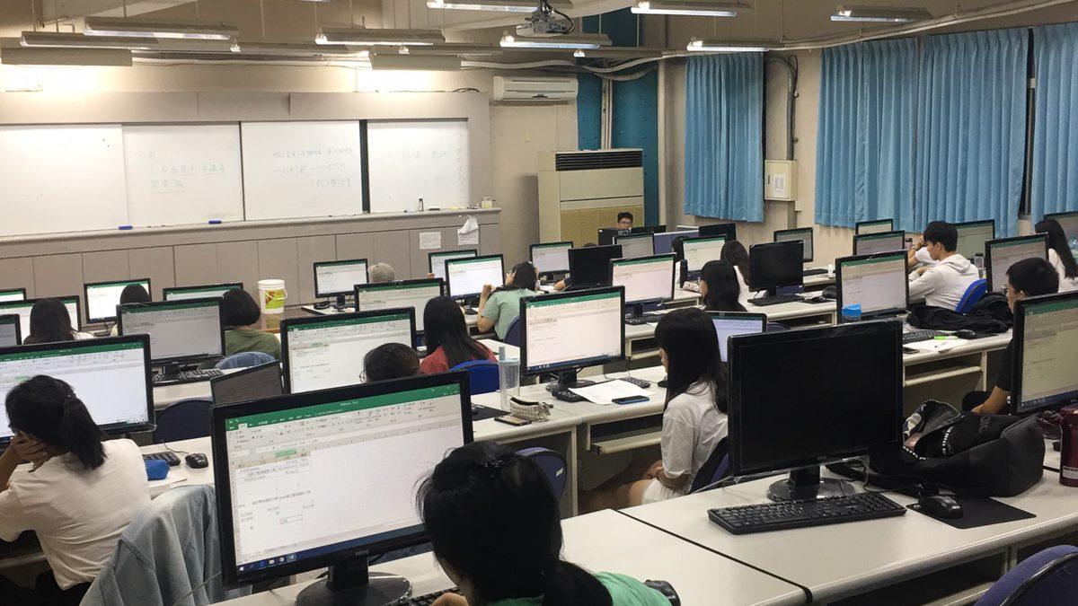 結合校內資源輔導弱勢學生考取專業文書處理軟體證照以提升就業所需之能力。