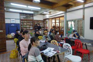 助教們專心聆聽培訓工作坊講解。